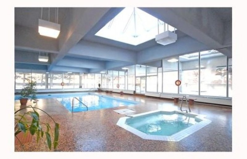 DOWNTOWN - LUXURY CONDO - FULLY FURNISHED, holiday rental in Ottawa