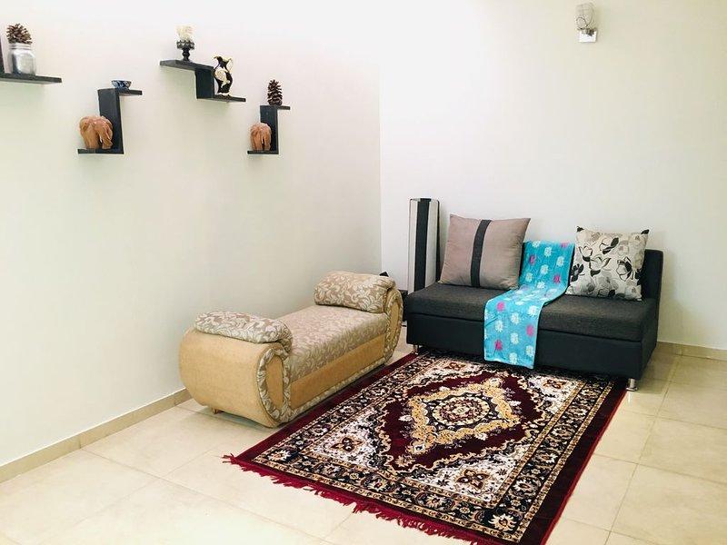 Cozy Homes 3 bedroom Duplex Flat, alquiler de vacaciones en Hunasamaranahalli