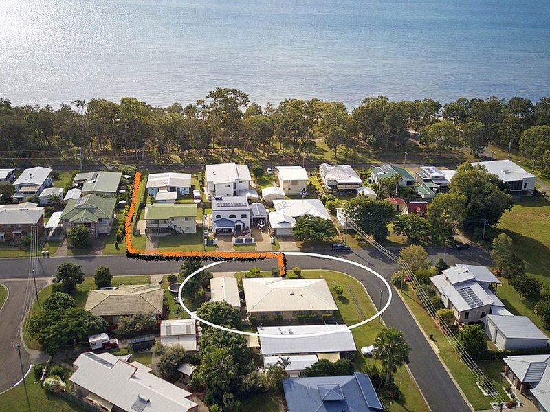 Sandy Paws - Burrum Heads- Walk to Beach -3BR- Aircon- Pool table, holiday rental in Pialba