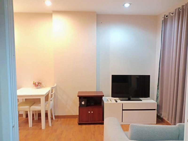 The earth tone comfortable room, holiday rental in Chang Phueak