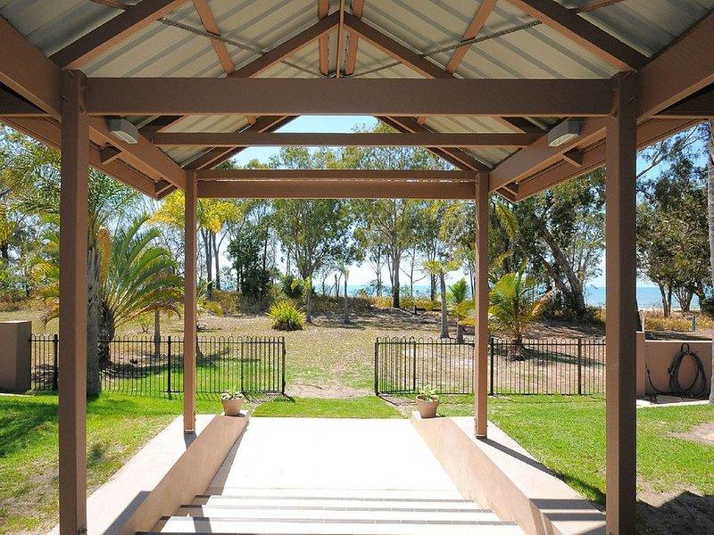 Sand n Sea - Burrum Heads- Beachfront - 4BR- Aircon, holiday rental in Pialba