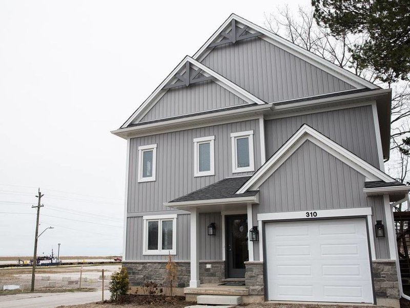 Newly built cottage by the beach! (Lower level), holiday rental in Port Stanley