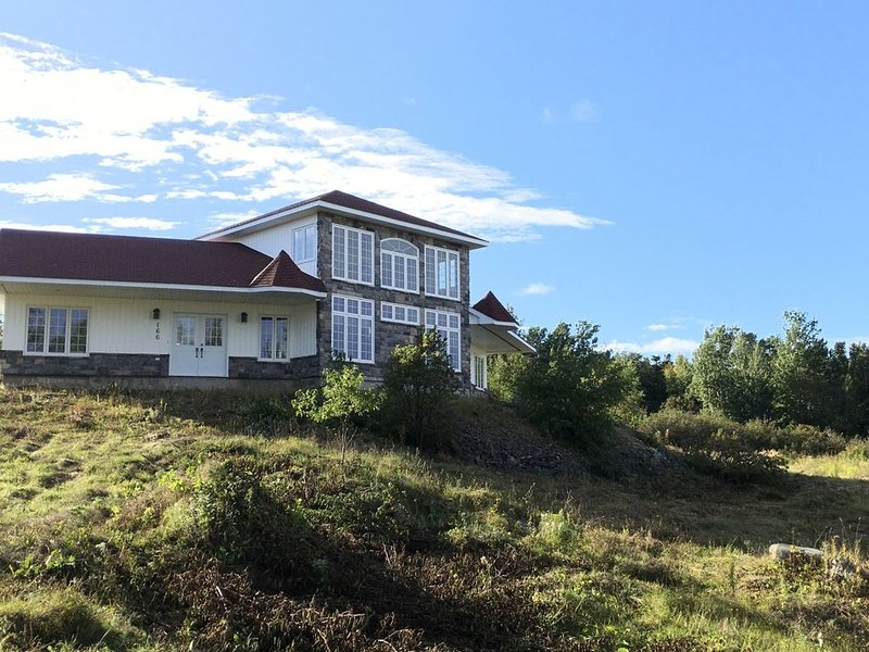 FLIGHTHOUSE  Location, Location, Location,  luxury vacation home in central NFLD, holiday rental in Lewisporte