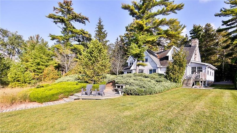 Waterfront Beach Home in Private Gated Community, aluguéis de temporada em Grand Bend