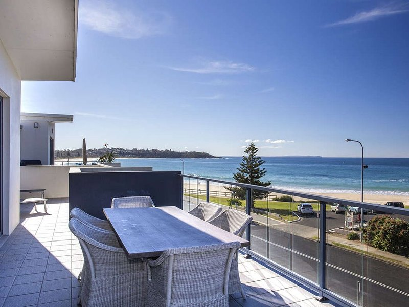 Ocean views that go on forever, premium finishes and private outdoor spaces make, aluguéis de temporada em Mollymook