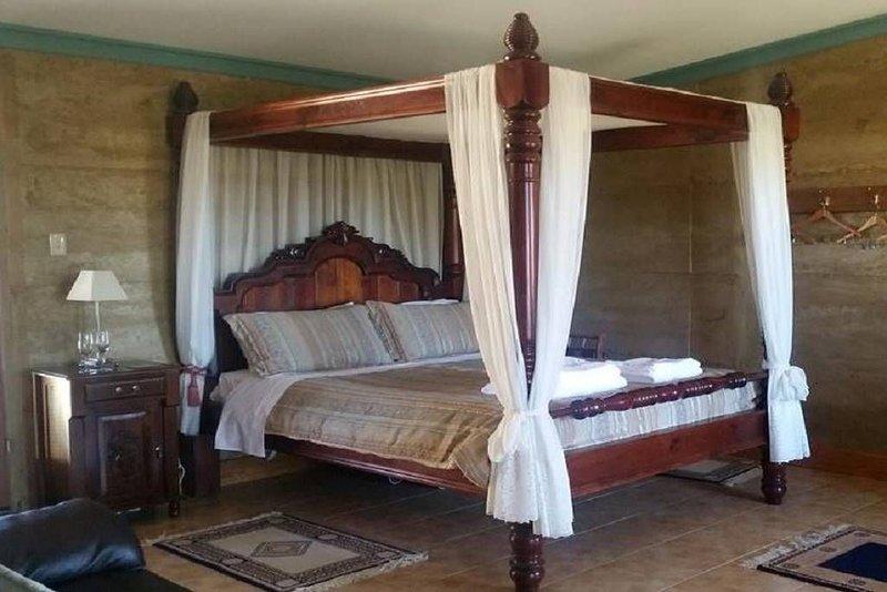 Corinium Roman Villa - Four Poster Romance, vacation rental in Yankalilla