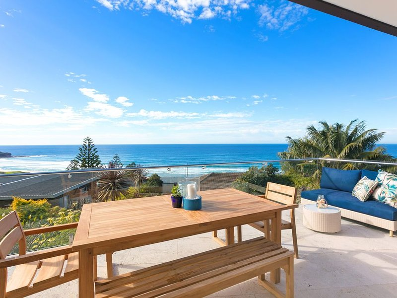 Ocean Vista Luxury Home at Curl Curl, holiday rental in Dee Why