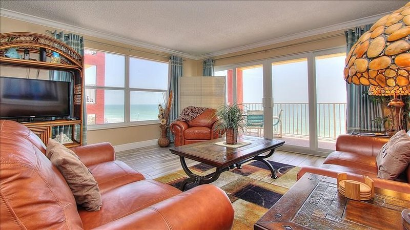 RS1-301: Corner Beachfront Features Magnificent Sunsets in Quiet Redington Beach, casa vacanza a North Redington Beach