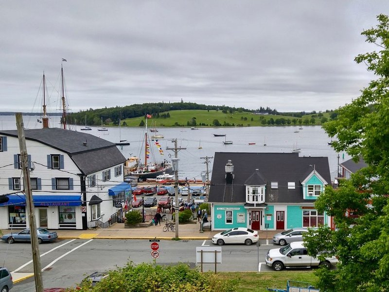 New Listing- centre of old town lunenberg, harbour views, restored, historic hom, vacation rental in LaHave