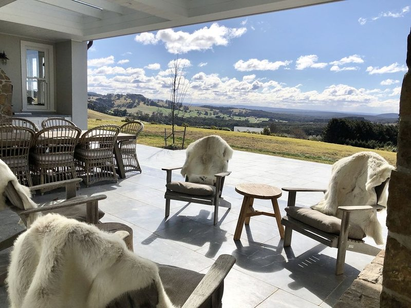 Luxury farm house, 100 acres. ESCAPE FROM THE CITY, vacation rental in Robertson