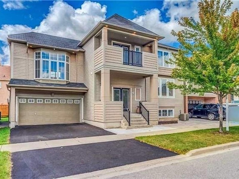 Home Away Home at Ajax/Toronto, vacation rental in Pickering