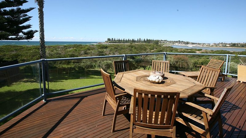 BREAKWATER 1 - 1 Narira Street-  Beachfront, great views, close to shops & river, location de vacances à Bermagui