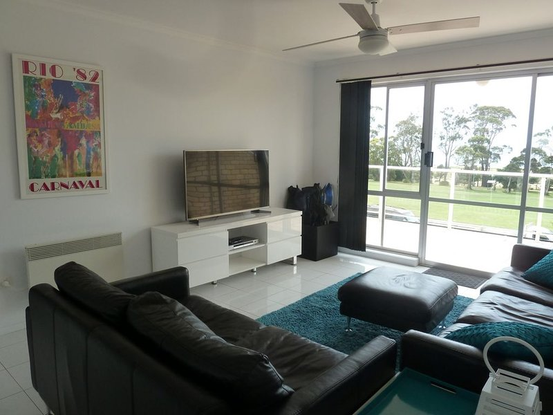 Central Luxury with Fabulous Views, holiday rental in Bridport