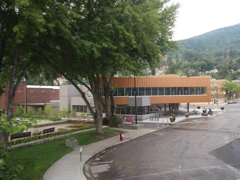 Biblioteca / museo / centro de visitantes