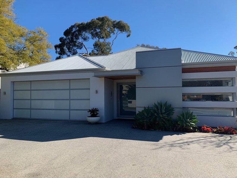 Modern Perth Western Suburbs Home, holiday rental in City Beach