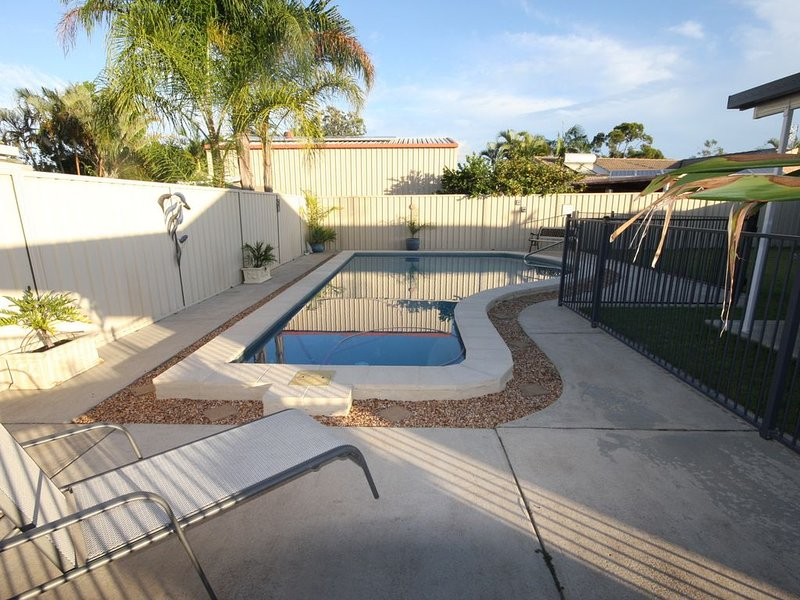 62 Tingira Close - Modern lowset home with swimming pool, outdoor area, ample pa – semesterbostad i Gympie Region