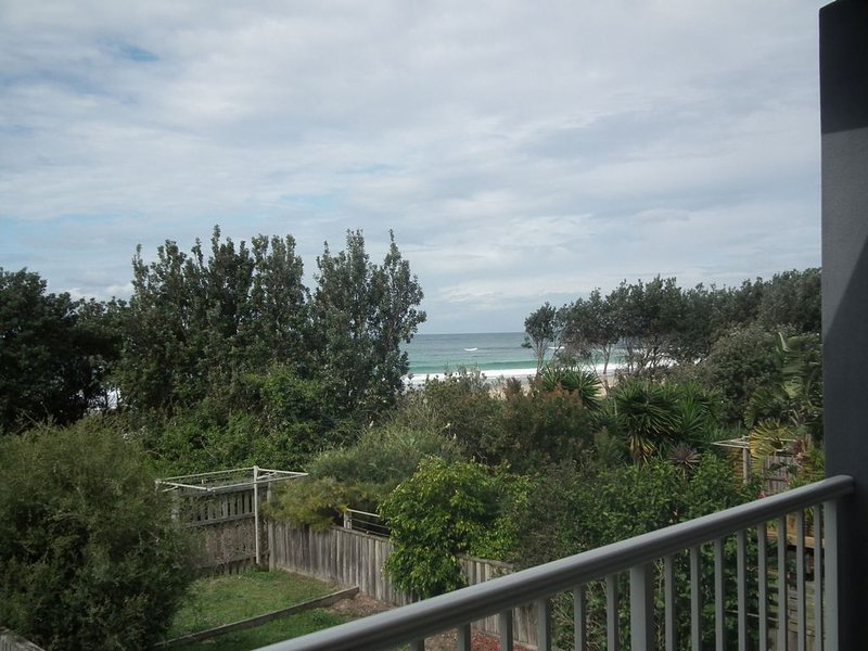 Absolute Beachfront * Diamond Beach, vacation rental in Coopernook