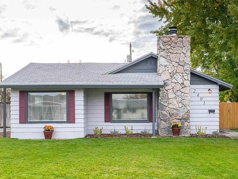 Comfortable Executive or Short Term Rental, vacation rental in Kennewick