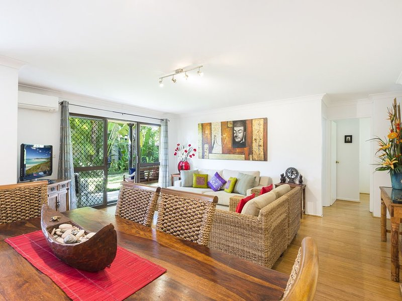 BYRON BAY : BESAKIH APARTMENT Central Byron and main Beach,Wifi, holiday rental in Byron Bay