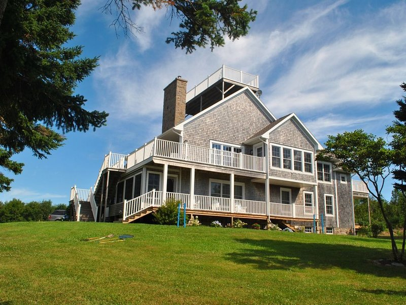 LUXURY HOME WITH GUEST HOUSE ON ACADIAN ISLAND ESTATE, holiday rental in Bayfield