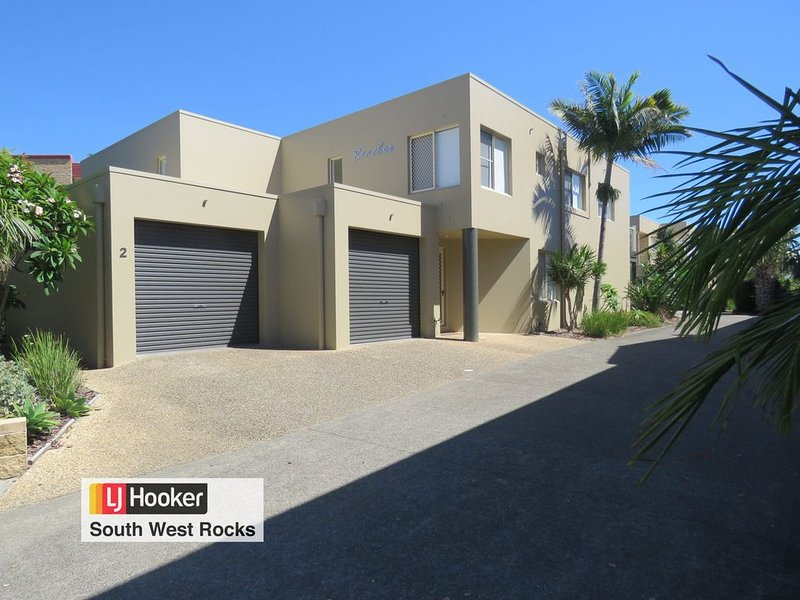 BEACHES UNIT 2 -POOL IN COMPLEX & CLOSE TO BEACH, holiday rental in South West Rocks
