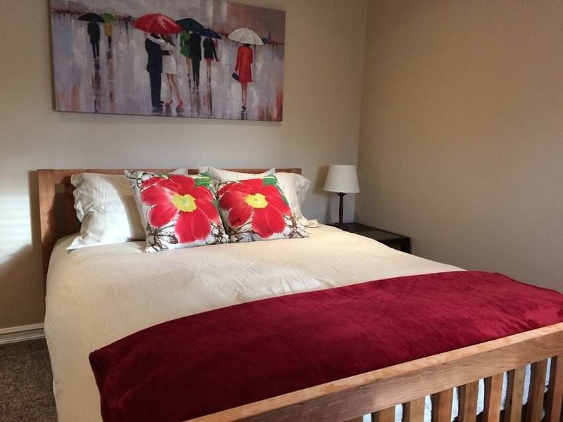 Luxury suite, walk to Hospital, business and restaurant district - Luxury Main F, holiday rental in Prince George