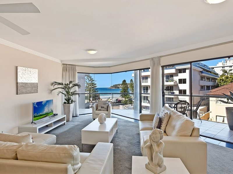 BEACHSIDE BEAUTY IN MANLY- APT 8, holiday rental in Fairlight