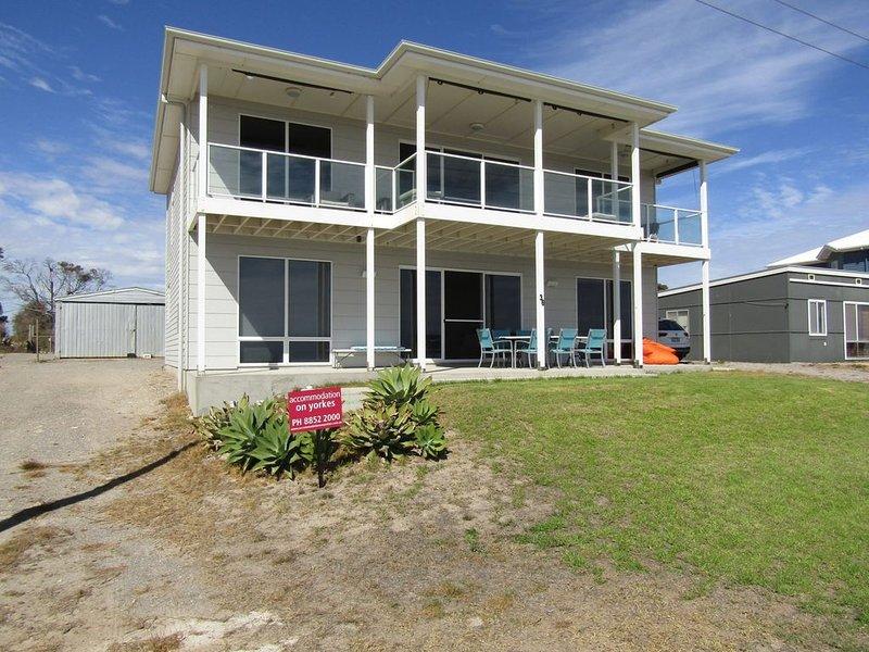 Relax at 36 - Hardwicke Bay, SA, holiday rental in Minlaton