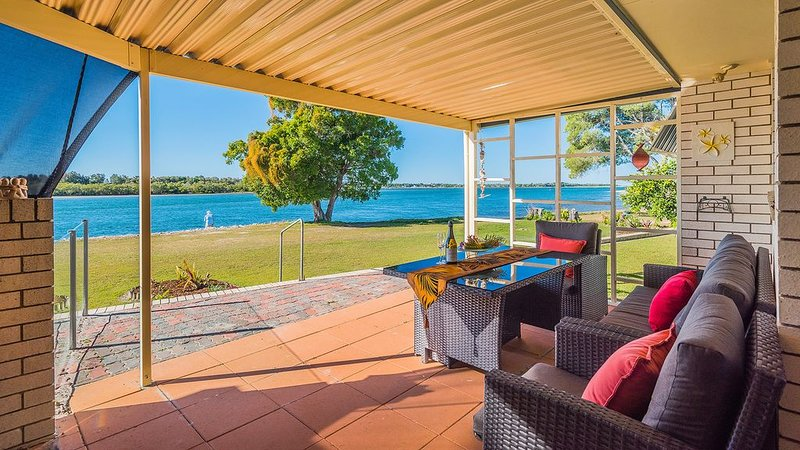 Peninsula Court Unit 10 - Amazing river views, holiday rental in Maclean