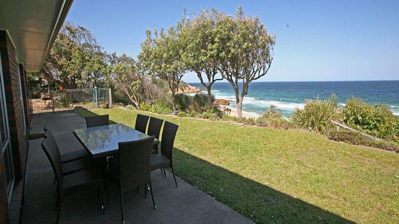 ALLAMBIE- 47 Bunga Street- Luxury, beachfront, private beach access, location de vacances à Bermagui