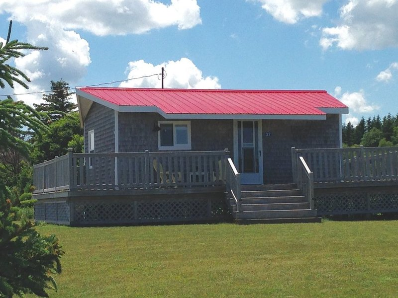 Cottage Overlooking Sandy Beach - St. Peters, holiday rental in Saint Margarets