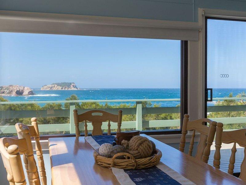 Waterfront Beach Cottage, vacation rental in Moruya