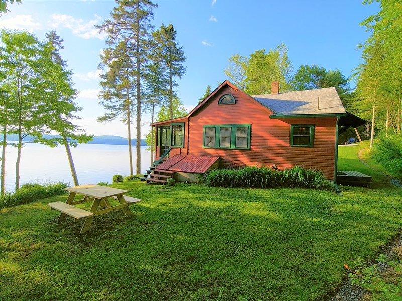 Quintessential Maine Lake Cottage, Quanhawasset, a John Calvin Steven's Original, holiday rental in Union