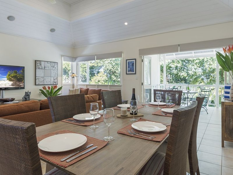 Amber Villa Port Douglas in the  heart of Town Newly Refurbished, vacation rental in Newell Beach
