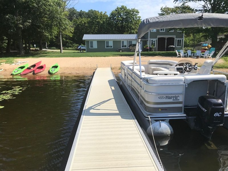 Endless Summer & Sand - PONTOON INCLUDED!, aluguéis de temporada em Hickory Corners