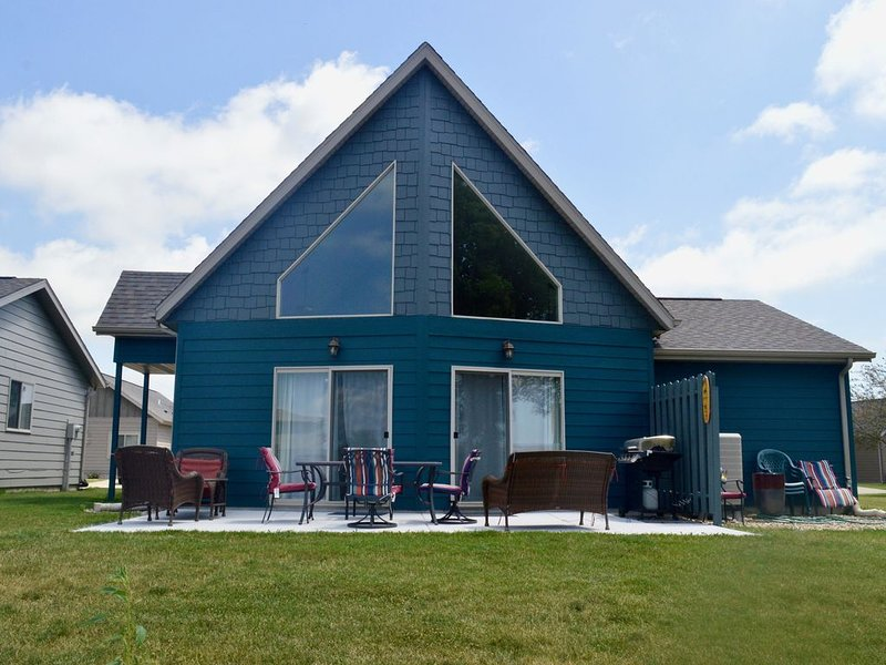 OKOBOJI CABIN at BRIDGES BAY RESORT - Close to EVERYTHING!, vacation rental in Iowa