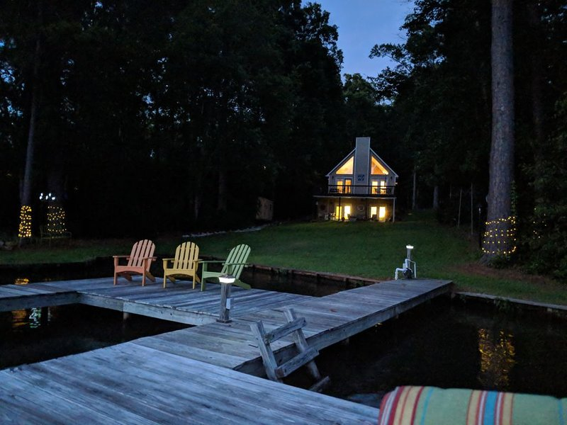 The Pink Dog 'a fun and fancy retreat' north end of Lake Sinclair., vacation rental in Milledgeville