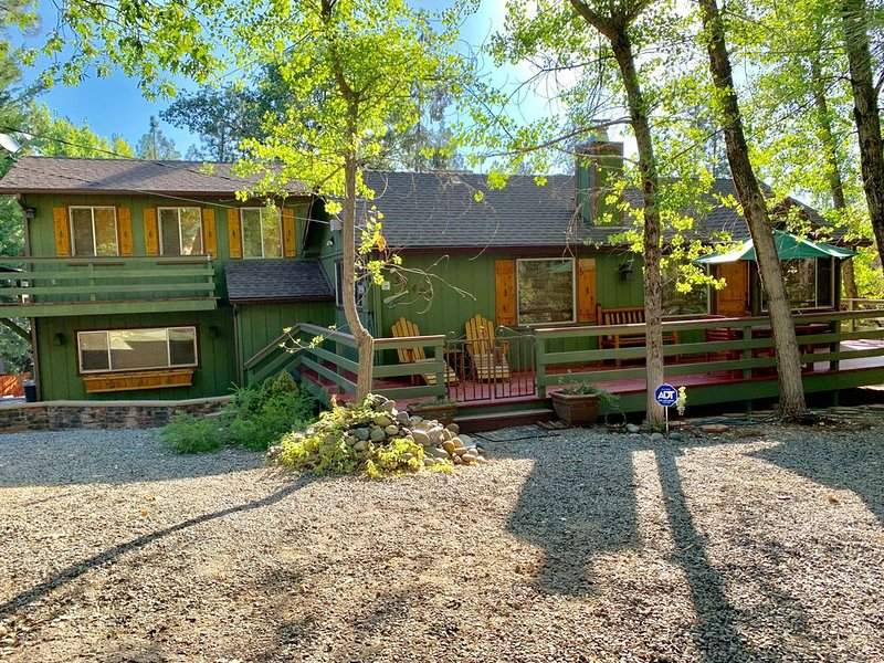 Only 19 miles to Yosemite, 1 mile to Bass Lake!, holiday rental in Oakhurst
