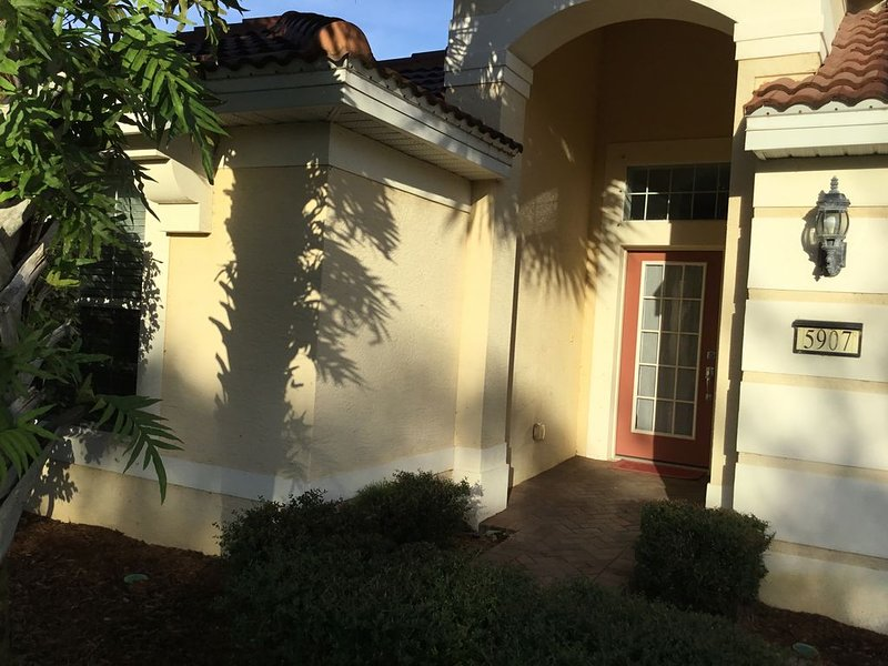 Beautiful Home on Golf Course with Golf Perks and more!, alquiler de vacaciones en Ave Maria