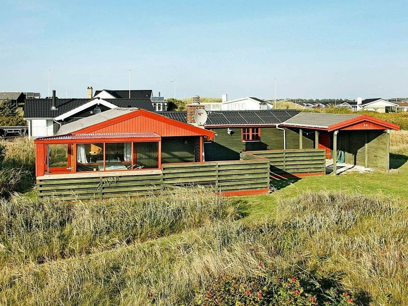 Spacious Holiday Home in Løkken With Roofed Terrace, Ferienwohnung in Saltum