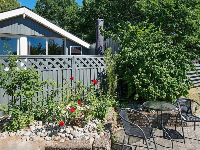 Cozy Holiday Home in Rønde Jutland with Private Pool, holiday rental in Foelle Strand