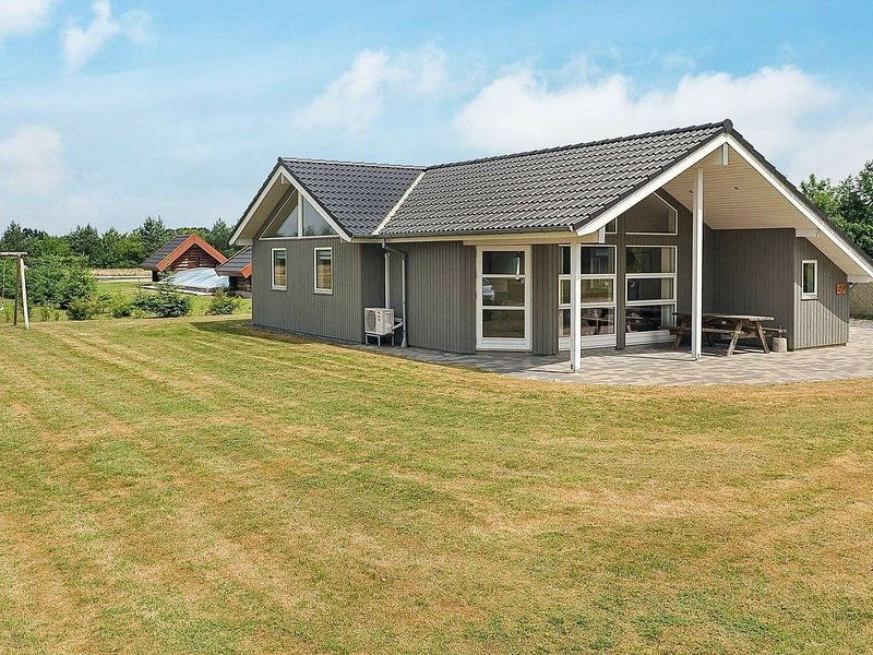 Pretty Holiday Home in Ansager with Sauna, holiday rental in Hovborg
