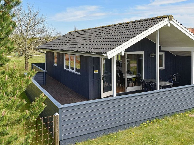 Plush Holiday Home in Jutland with Terrace, holiday rental in Hovborg