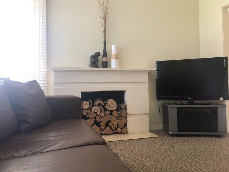 3 bedroom house with access to indoor heated pool and spa., alquiler de vacaciones en Ballarat
