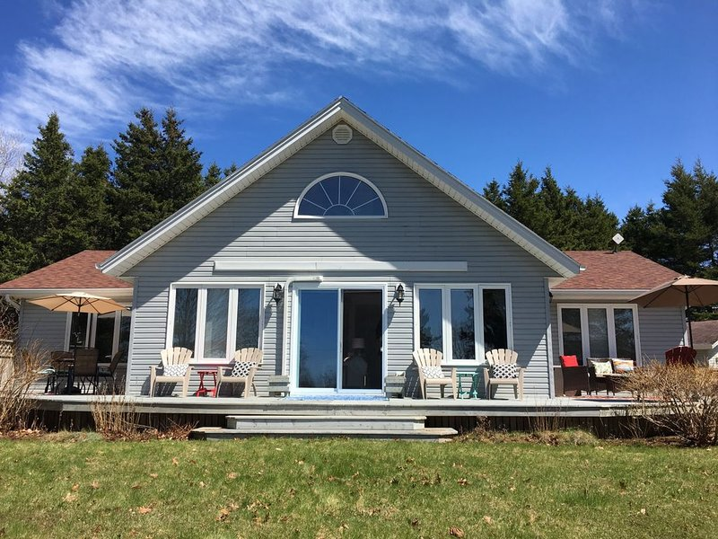 Open Concept Vacation Home Located Only 5 Minutes From National Park Beaches In, holiday rental in Brackley Beach