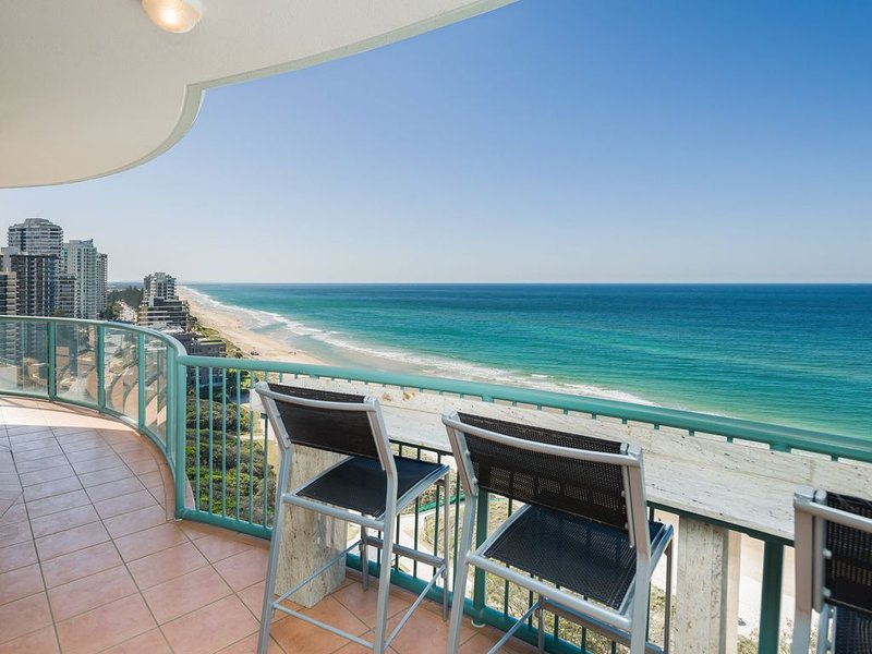 Luxury Oceanfront 3 bedroom Platinum Sub-Penthouse with 256 sqm of living space, holiday rental in Biggera Waters