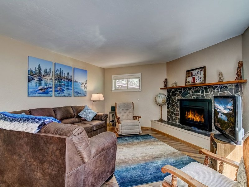 Blue Black Bart: Surrounded by Meadow, Newly Updated House, Foosball, holiday rental in South Lake Tahoe