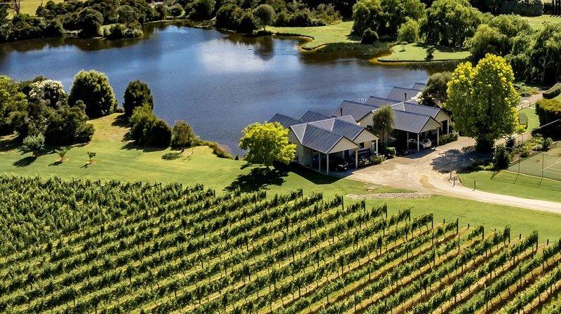 Lakeside Villas at Crittenden Estate, vacation rental in Dromana