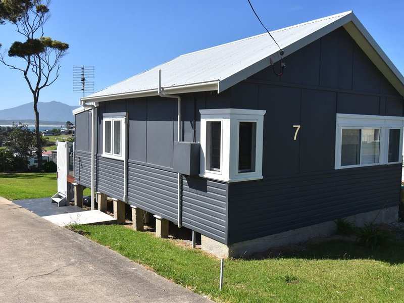 7 Murunna - Cosy Cottage in great location, holiday rental in Barragga Bay