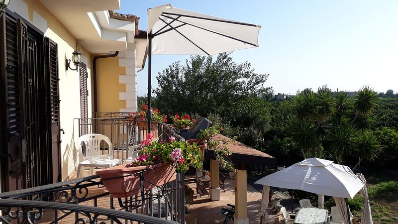 Appartamentino immerso nel verde del mar Ionio, casa vacanza a Tarsia